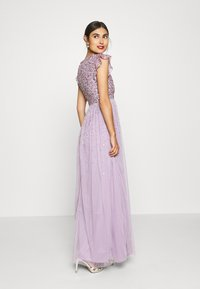 Maya Deluxe - V NECK FLUTTER SLEEVE DRESS WITH SCATTERED SEQUINS - Suknia balowa - lavender - 1