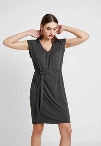 YAS - YASTAMMY DRESS - Sukienka z dżerseju - dark grey melange - 0