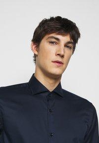 HUGO - JASON - Kostymskjorta - open blue - 3