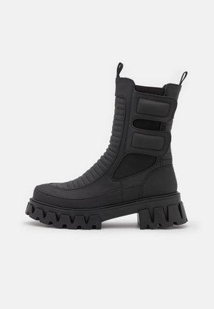 VADER - Vysoká obuv - mate black