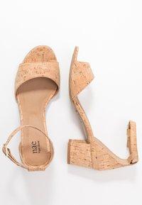 NAE Vegan Shoes - CORA - Sandaalit nilkkaremmillä - beige - 1