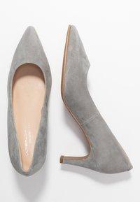 Brenda Zaro Wide Fit - WIDE FIT BENETT - Classic heels - siberia - 3
