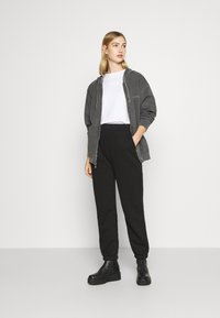 BDG Urban Outfitters - ZIP UP HOODIE - Hoodie - charcoal - 1