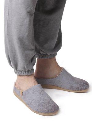 NOTI - Slippers - gris