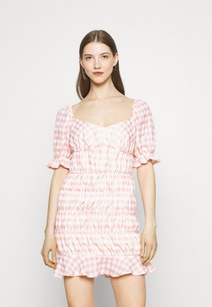 CHECK FRILL CUFF RUCHED MINI DRESS - Vapaa-ajan mekko - pink