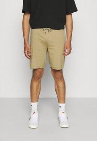 Newport Bay Sailing Club - CARGO - Shorts - coriander - 0