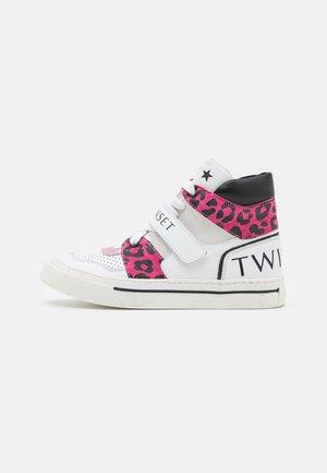 BASKETBALL DETTAGLI ANIMALIER - Sneakers hoog - bianco/st.macula carmine rose