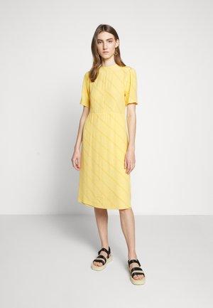 JOSELYN - Denní šaty - yolk yellow