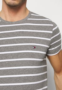 Tommy Hilfiger - T-shirt basic - grey - 4