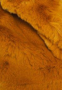 Missguided Petite - SHORT COLLAR - Winter jacket - camel - 2