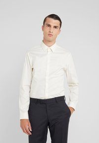 Tiger of Sweden - FILBRODIE SLIM FIT - Chemise classique - old lace - 0