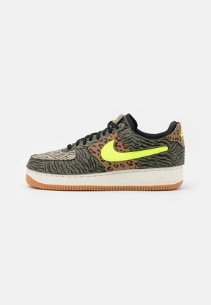 AF1/1 UNISEX - Matalavartiset tennarit - medium olive/volt/rattan/black/dark driftwood/sail
