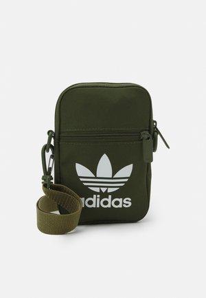FEST BAG TREF UNISEX - Across body bag - wild pine