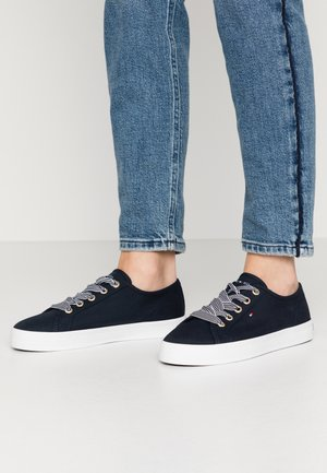 ESSENTIAL NAUTICAL SNEAKER - Zapatillas - desert sky