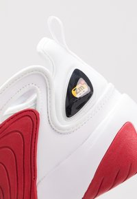 Nike Sportswear - ZOOM  - Sneakers - white/black/gym red - 5
