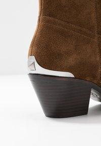 Ash - FAMOUS - Cowboy/biker ankle boot - baby soft russet - 2
