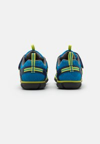 Keen - CHANDLER CNX - Hiking shoes - brilliant blue/blue depths - 2