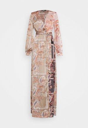 PRINTED TIE BELT DRESS - Denní šaty - rust