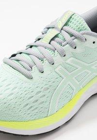 ASICS - GEL-EXCITE 7 - Zapatillas de running neutras - mint tint/white - 5