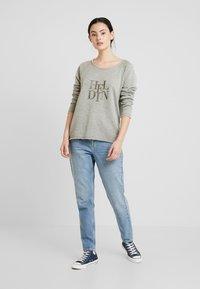 Herrlicher - FREYJA GLITTER - Sweater - gold - 1