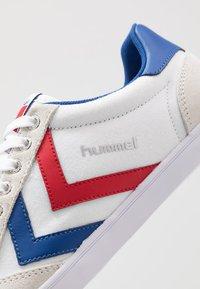 Hummel - SLIMMER STADIL - Zapatillas - red/white - 5