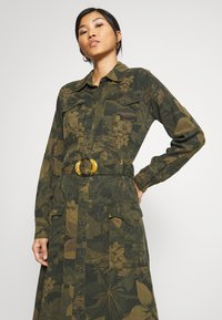 Desigual - VEST MONTSE - Robe d'été - verde militar - 5