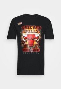 Mitchell & Ness - NBA LAST DANCE CHICAGO BULLS CHAMPS TEE - Article de supporter - black - 3