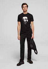 KARL LAGERFELD - IKONIK  - Print T-shirt - black - 1