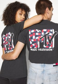 Tommy Jeans - ABO TJU X MTV TEE UNISEX - T-Shirt print - blackout - 6
