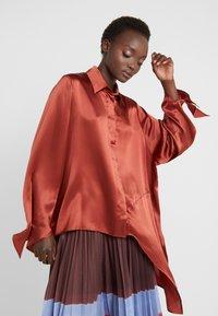 Mykke Hofmann - LINKA - Button-down blouse - copper - 3