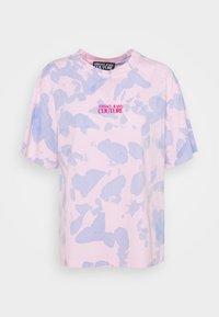 Versace Jeans Couture - Triko spotiskem - blue bell/pink confetti - 5