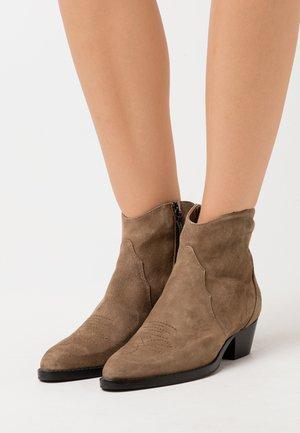Cowboy/biker ankle boot - olive