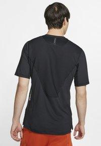 Nike Performance - T-shirts print - black - 2
