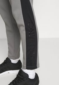 Calvin Klein - SOLID MIX BACK LOGO PANTS - Tracksuit bottoms - grey - 4