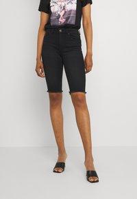 ONLY - ONLBLUSH WAIST LONG - Shorts di jeans - black denim - 0