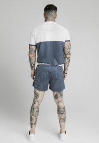 SIKSILK - Print T-shirt - white  navy - 2