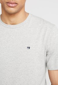 Scotch & Soda - CREW NECK TEE - Basic T-shirt - grey melange - 4