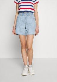 Noisy May - NMLYRA ELASTIC - Denim shorts - light blue denim - 0