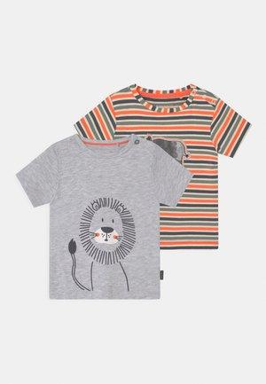2 PACK - T-shirt med print - mottled grey/orange