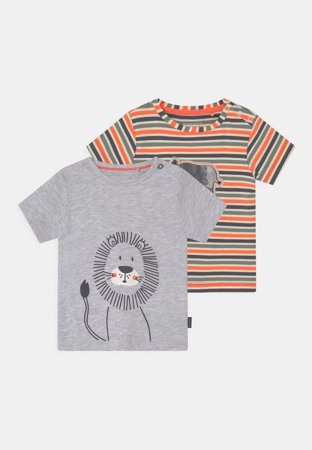 2 PACK - T-shirt print - mottled grey/orange