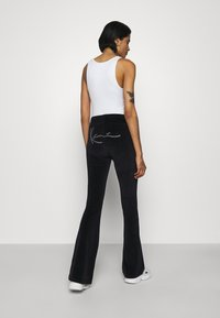 Karl Kani - SIGNATURE RHINESTONE FLAREDLEGGINGS  - Leggings - Trousers - black
