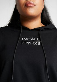 Active by Zizzi - AEXHALE HOODIE - Mikina skapucí - black - 5