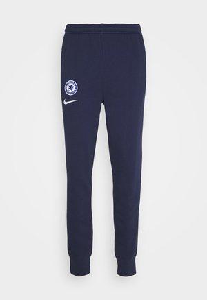 CHELSEA LONDON PANT - Pantalon de survêtement - blackened blue/white