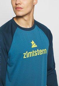 Zimtstern - PURE FLOWZ MEN - Tekninen urheilupaita - blue steel/french navy/mimosa - 4
