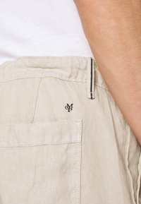 Marc O'Polo - TAPERED FIT PATCHED - Kalhoty - pure cashmere - 4