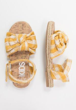 BOW  - Sandalen - honey gold