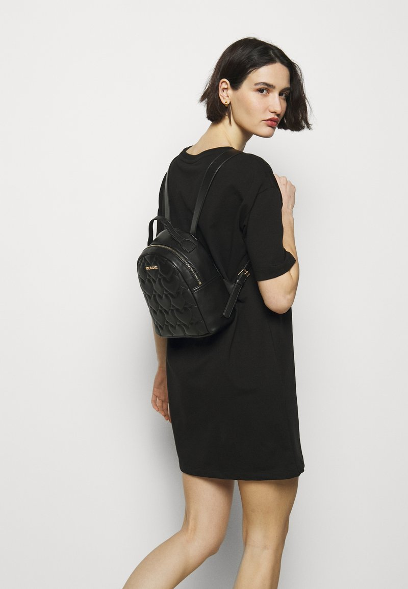Love Moschino - HEART QUILTED BACKPACK - Plecak - nero