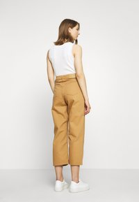 Vero Moda - VMKATHY LOOSE CROPPED - Straight leg jeans - tobacco brown - 2