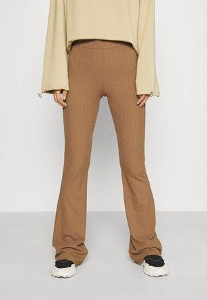 VMKAMMA FLARED CLEO PANT - Trousers - tobacco brown