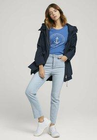 TOM TAILOR DENIM - ORGANIC BASIC PRINT TEE - Print T-shirt - mid blue - 1